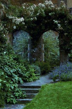 Amazing 15 Gothic Garden Ideas for Your Backyard The Secret Garden, Secret Gardens, Hidden Garden, Gothic Garden, Exterior, Enchanted Garden, Parcs, Garden Gates, Garden Doors