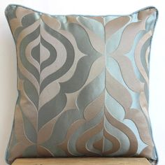 18 x 18 Grey//Plum 18 x 18 Loloi Loloi-DSETP0004GYPLPIL1-Grey Decorative Accent Pillow 100/% Rayon Silk Cover with Down Fill