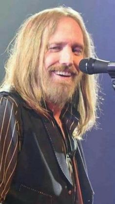 Tom Petty- I can't believe he is gone! Music Is Life, My Music, Tom Petty Free Fallin, Rockabilly Guitar, Mike Campbell, Better Music, My Tom, Judas Priest, The Orator
