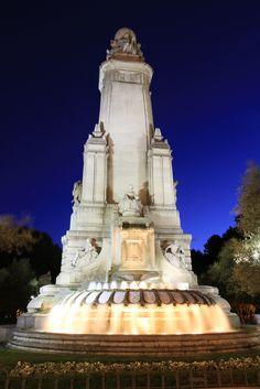 Fuente de la Plaza de España. Madrid. Spain.