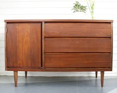 Our refinished Bassett mid-century buffet! ((what color stain)) Refinish Wood Furniture, Mcm Furniture, Recycled Furniture, Classic Furniture, Furniture Design, Furniture Ideas, Furniture Fittings, Inexpensive Furniture, Furniture Websites