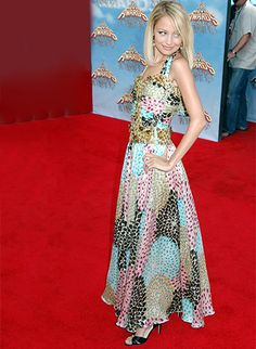 NICOLE RICHIE On the red carpet in Missoni at the 2005 MTV Movie Awards.