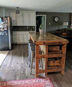 Wood kitchen island with seating area Narrow Kitchen Island, Pallet Kitchen Island, Farmhouse Kitchen Island, Modern Kitchen Island, Kitchen Island With Seating, New Kitchen, Kitchen Decor, Homemade Kitchen Island, Awesome Kitchen