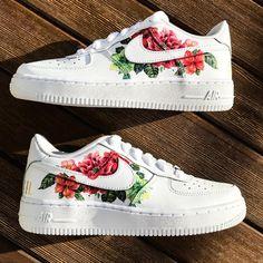 May 2020 - Custom sneakers Nike Air Force 1 ''Flowers'' Hype Shoes, Women's Shoes, Me Too Shoes, Shoes Sneakers, Sneakers Women, Sneakers Design, Shoes Style, Vans Shoes Women, Big Shoes