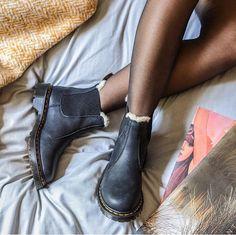 Dr martens 2976 leonore faux fur lined chelsea boots - cheechare. Dr. Martens, Dr Martens 2976, Sock Shoes, Cute Shoes, Me Too Shoes, Shoe Boots, Chelsea Boots Style, Leather Chelsea Boots, Chelsea Boots Outfit