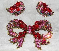VINTAGE WEISS PINK, RED AUROROA BOREALIS RHINESTONE BROOCH, EARRINGS SET, ca1960 #Weiss Rhinestone Jewelry, Vintage Rhinestone, Vintage Brooches, Vintage Costume Jewelry, Vintage Costumes, Vintage Jewelry, Antique Jewellery, High Jewelry, Necklaces