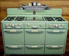 60 Ideas For Kitchen Retro Decor Vintage Stoves Kitchen Stove, Old Kitchen, Kitchen Decor, Kitchen Design, Green Kitchen, 1950s Kitchen, Kitchen Ideas, Alter Herd, Old Stove