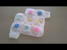 Como tejer en crochet o ganchillo, un poncho para bebés, entre 6 y 9 meses de edad, con grannys co cuadritos de la abuela y con mangas. | aprender-crochet.com