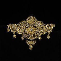 Bodice ornament | V&A  Spain,ca 1700 Diamonds set in gold scrolling openwork