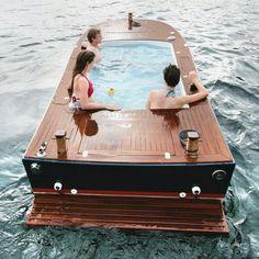 Hottub Boat awesone
