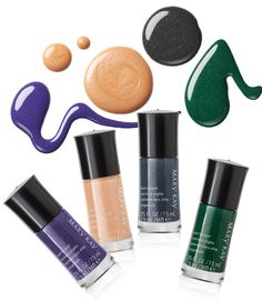 Nesse outono/inverno 2015, as unhas vão ficar muito mais luminosas com os Esmaltes perfeitos da Coleção Midnight Jewels. O azul poderoso do Sapphire Noir, o nude perolado do Pearl Rose, o cinza reluzente do Night Diamond e o verde precioso do Emerald Noir.