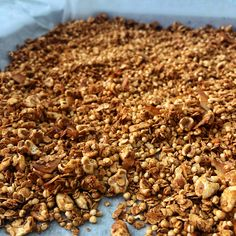 Caramel peanut butter granola Peanut Butter Granola, How To Dry Basil, Whole Food Recipes, Caramel, Herbs, Fit, Sticky Toffee, Candy, Herb