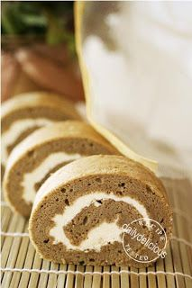 dailydelicious: Green Tea Soufflé Roll Cake with Buttercream