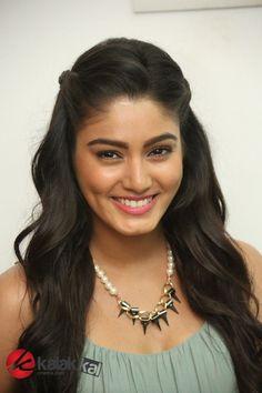 South Indian Actress Hot, Beautiful Indian Actress, Churidar Designs, Indian Girls, Incredible India, Indian Beauty, Indian Actresses, Bollywood, The Incredibles