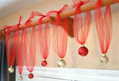 Tulle with Christmas ornaments, easy decoration