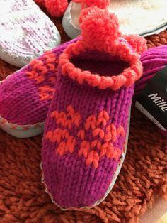 Hyggelige Hausschuhe mit Hüttenschuhsohlen - einfach selbstgestrickt aus Mille II von Lana Grossa.   Kostenlose Anleitung für die Schuhgrößen 32- 43