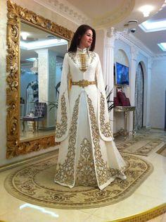 Bones up the chest, Bones up the chest Bones up the chest Bones up the chest. Dame Chic, Hijab Fashion, Fashion Dresses, Hijab Stile, Evening Dresses, Formal Dresses, Fantasy Dress, Costume Design, Pretty Dresses