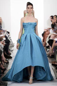 #moda #fashion Photos and reviews of the Oscar de la Renta Collections Fall Winter 2014-15 collection #OscardelaRenta