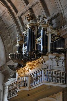 Órgão de tubos de finais do século XVIII da Igreja de S. Lourenço (Grilos)