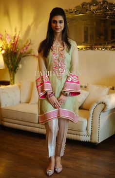 Farida Hasan will be bringing her festive formals and luxury evening wear collection to Ensemble Karachi this weekend on 2nd October. The designs include their latest Eid wear as well as wedding formals all of which can be ordered exclusively at the exhibition. Expect lots of traditional gota worked short kurtas with beautiful classic embroidered […]