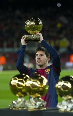 Póquer dorado. Leo es el único jugador de la historia con 4 Balones de Oro. Los afreció al Camp Nou en enero ante el Málaga.