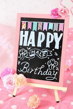 流行りの100均ブラックボード。誕生日や記念日に! | 雑誌「mamagirl(ママガール)」の公式サイト | 今どきママのためのキュレーションメディア