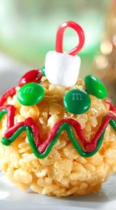 Rice Krispies Tree Trimmer Treats Recipe, Here's a fun Christmas twist on the original Rice Krispies treat… a super-cute Rice Krispies Tree Trimmer Treat! Great fun with the kids, and use colors to match your Christmas theme too! Christmas Snacks, Christmas Goodies, Holiday Treats, Christmas Baking, Kids Christmas, Holiday Recipes, Christmas Recipes, Christmas Ornaments, Christmas Candy