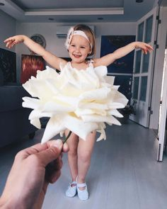 This Mom Uses Food, Flowers And Forced Perspective To Create Adorable Dress Illusions On Her Toddler