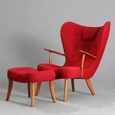 Pragh stolen med skammel af Madsen og Schubell blev solgt for 27.000 kr. hos Bruun Rasmussen d. 1 sept. i år. Modern Bohemian, Mid-century Modern, Contemporary, Boho, Velvet Armchair, 2 Seater Sofa, Decoration, Furniture Design, Art Deco