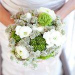 bukiet ślubny: jaskier, trachelium