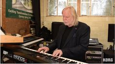 Rick Wakeman preparing for the upcoming ARW tour: Korg Kronos X and ... is that a Model D ?