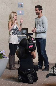 """The Bachelorette"" Emily Maynard dressed in a t-shirt, leggings and boots"