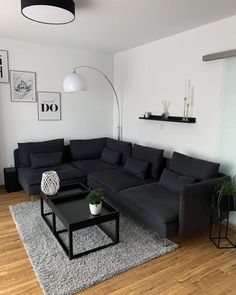 Black And White Living Room Decor, Simple Living Room Decor, Small Living Rooms, Living Room Grey, Simple Apartment Decor, Living Room Ideas For Apartments, Living Room Ideas House, Black White Decor, Living Room Decor Ideas Apartment