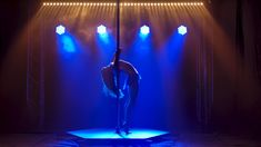Pole Dance Moves, Pole Dancing Fitness, Pole Fitness, Badass Aesthetic, Aesthetic Gif, Aesthetic Videos, Calin Couple, Shayla Black, Pole Tricks