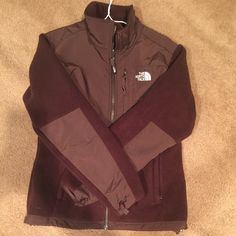 AUTHENTIC chocolate North Face fleece size Medium AUTHENTIC chocolate North Face fleece. 3 pockets with zipper closure. Barely used. In EXCELLENT condition. Size Medium. North Face Jackets & Coats