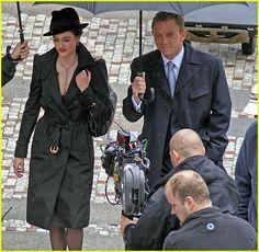 "Eva Green & Daniel Craig on set of ""Casino Royale"" Daniel Craig Bond, Daniel Craig James Bond, James Bond Theme, James Bond Movies, Eva Movie, Martin Campbell, Daniel Graig, Suits Tv Shows, Bond Girls"