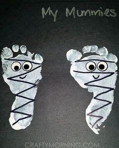 Have the kids make some adorable footprint mummies for a halloween craft! Have the kids make some adorable footprint mummies for a halloween craft! Mummy Crafts, Halloween Arts And Crafts, Halloween Crafts For Toddlers, Halloween Activities, Baby Crafts, Halloween Projects, Daycare Crafts, Classroom Crafts, Preschool Crafts