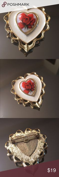 ⭐️VINTAGE 1950's BROOCH 💯AUTHENTIC VINTAGE 1950's BROOCH. 100% AUTHENTIC. PURCHASED BY MY MOTHER IN LONDON AT HARRODS DEPARTMENT STORE. SO VERY PRETTY! Jewelry Brooches