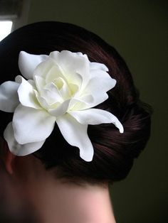 Wedding gardenia. My mom had a flower like this in the middle of her bouquet at her wedding. <3