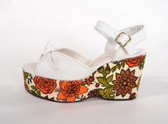 Vintage 1970s Floral Platform Shoes  Orange Green by AlexSandras
