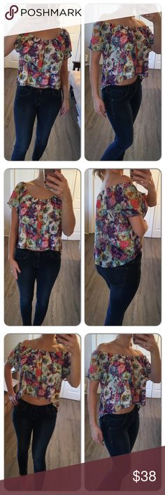 Beautiful floral crop off shoulders top/blouse This top is so pretty! Bright floral crop blouse can be worn off the shoulders for a more crop look or can be worn on the shoulders as well. Both ways shown in photos. Im modeling a small Tops Blouses