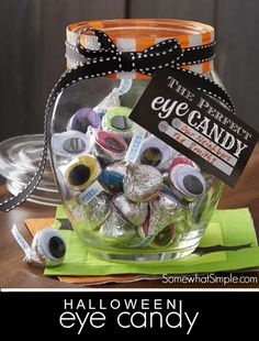 Halloween eye candy and free printable Halloween Candy Crafts, Halloween Eyes, Cute Halloween, Holidays Halloween, Halloween Treats, Halloween Decorations, Halloween Teacher Gifts, Halloween Camping, Spooky Eyes