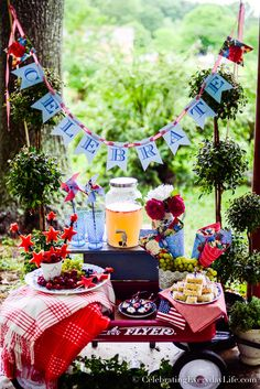 How to Host an Easy & Beautiful Patriotic Party, FREE Red White and Blue Party Papers to make your summer entertaining easy, fun, and beautiful! Fourth Of July Decor, 4th Of July Celebration, 4th Of July Decorations, 4th Of July Party, July 4th, Labor Day Crafts, Patriotic Party, Patriotic Crafts, July Crafts