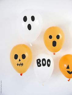 DIY Halloween Balloons with Black Electrical Tape - learn to craft these easy party decorations or photo booth props for your spooky celebrations! Comida De Halloween Ideas, Halloween Photos, Easy Halloween, Halloween Crafts, Halloween Dance, Halloween Snacks, Halloween Activities, Easy Party Decorations, Halloween Table Decorations