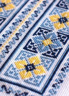 Cross Stitch Pillow, Cross Stitch Borders, Cross Stitch Art, Cross Stitch Flowers, Cross Stitch Designs, Cross Stitching, Cross Stitch Embroidery, Cross Stitch Patterns, Cross Stitch Gallery