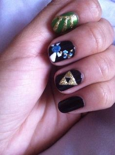 Legend of Zelda nail art Triforce and navi nails art