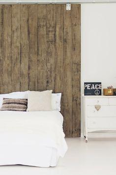 New raw wood bed room sliding doors ideas Serene Bedroom, Wood Bedroom, Dream Bedroom, Modern Bedroom, Wood Headboard, Headboards, Decoration Bedroom, Bedroom Styles, Sliding Doors