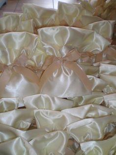Μπομπονιέρα γάμου κωδ.017 Icing, Desserts, Food, Tailgate Desserts, Deserts, Essen, Postres, Meals, Dessert