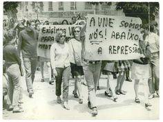 Estudantes em protesto na Praia Vermelha. Rio de Janeiro, 16 de outubro de 1968. Correio da Manhã, Arquivo Nacional.