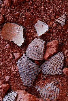 Many all over cliff dwelling floor. Navajo Pottery, Southwest Pottery, Pueblo Pottery, Southwest Usa, Native American Tools, Native American Pottery, Native American Artifacts, Indian Artifacts, Ancient Artifacts